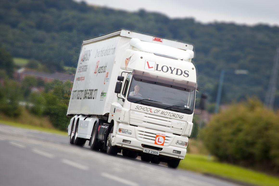 Artic lessons, artic training, class 1 lessons, class 1 driver training, C+E lessons, driving a lorry, driving an artic lorry, HGV, driver training, Lloyds Motoring