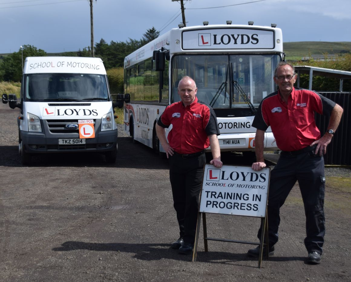 driving a bus, Minibus lessons, minibus training, Bus lessons, Bus Training, Category D1, Category D, coach lessons at Lloyds School of Motoring